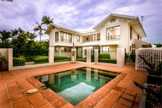 Real estate photography at Cedar Road Palm Cove. Flash/Ambient blending.