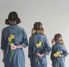 Mother And Daughter Have Matching Outfits School Photography, Tumblr Photography, Children Photography, Photography Poses, Family Photography, Two Daughters, Mom Daughter, Shooting Photo Amis, Poses Pour Photoshoot