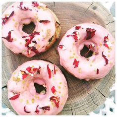 Saturday afternoon baking with @ah_yoga our berry protein muffin mix baked as doughnuts with a beetroot icing and topped with dried rose petals and bee pollen #glutenfree #protein #donuts #baking #healthy #lowcarb by 12health