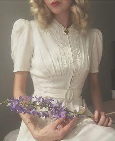 43 ideas wedding dresses with sleeves vintage shape for 2019 1940s Fashion, Look Fashion, Vintage Fashion, Fashion Outfits, Trendy Fashion, Dress Fashion, Fashion Design, Retro Mode, Vintage Mode