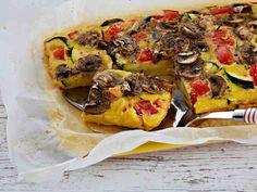 Halloumijuusto ja kasvikset tuovat makua ja ruokaisuutta munakkaaseen. Valmista munakas vaihteeksi uunissa! Uunimunakas valmistuu noin 35-40 minuutissa.