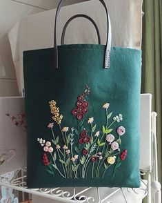 """Gin green """"flowers on the field"""" bag - bolsos y carteras embroidery sweets embroidery inspiration embroidery beautiful Embroidery Bags, Hand Embroidery Stitches, Silk Ribbon Embroidery, Hand Embroidery Designs, Diy Purse, Purse Hanger, Fabric Bags, Handmade Bags, Handmade Dolls"""