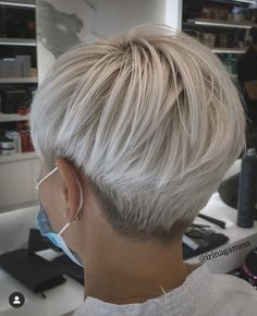 Short Silver Hair, Short Grey Hair, Short Hair With Layers, Short Hair Cuts For Women, Funky Short Hair, Short Cuts, Short Hair Undercut, Undercut Hairstyles, Long Hairstyles