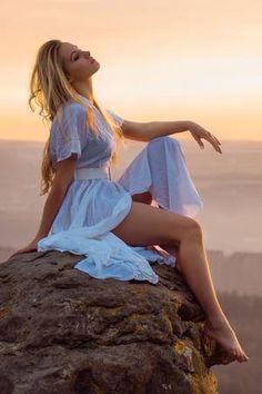 """dolcejasmin: """"Elle fouille dans ses pensées, la haut au sommet loin de tout pour trouver son coeur .. """""""