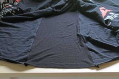 Sew T-Shirt - How to make a t-shirt bigger - take a regular size shirt and make it plus size in only a few minutes with this easy step by step tutorial. Making Shirts, How To Make Tshirts, How To Make Clothes, Pop Punk, Shirt Alterations, Sewing Alterations, Clothing Alterations, T-shirt Refashion, Umgestaltete Shirts