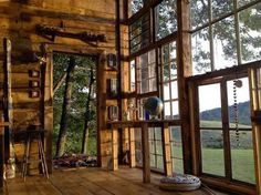 This house was built for $500 from wood and recycled windows. In 2012 this couple quit their jobs and set off to build a glass cabin in the mountains of West Virginia. Just look at what they created!