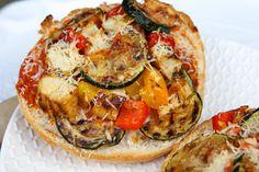 Gezondere pizza met gegrilde kip en groenten