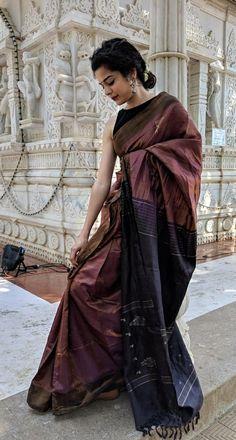 Trendy Sarees, Stylish Sarees, Dress Indian Style, Indian Dresses, Indian Wedding Outfits, Indian Outfits, Saree Accessories, Saree Poses, Formal Saree
