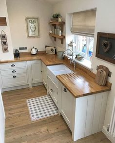 50 Beautiful Farmhouse Kitchen Sink Design Ideas And Decor - Googodecor,Lift Your Room With New Kitchen Decor Your kitchen might be a functional space at home, but that does not suggest it can not be effectively decorated. Farmhouse Kitchen Cabinets, Cottage Kitchens, Kitchen Countertops, Home Kitchens, Farmhouse Sinks, Small Country Kitchens, Small Cottage Kitchen, Kitchen Flooring, Ikea Kitchens