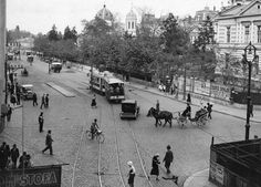 Strada Doamnei intersectie cu Coltei, vedere spre piata IC Bratianu in 1932 Old Pictures, Old Photos, Paris, Bucharest Romania, Old City, Time Travel, Amen, Tourism, Places To Visit