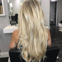 Does blonde get sexier than this. Does blonde get Curled Hairstyles, Pretty Hairstyles, Easy Hairstyle, Hairstyle Ideas, Great Hair, Fall Hair, Hair Looks, Hair Inspiration, Hair Makeup