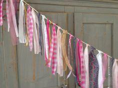 Roze slinger, Pink Garland. Mogelijk in verschillende kleuren en lengtes, ook erg leuk te combineren met een vlaggenlijn