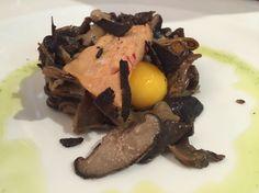 Sinfonía de setas con yema de huevo, hígado de pato de Abejar y trufa de Segovia