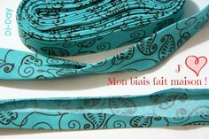 How to make your own biais tape. Sewing Hacks, Sewing Tutorials, Sewing Projects, Sewing Tips, Blog Couture, Creation Couture, Sewing Clothes, Diy Clothes, Couture Sewing Techniques