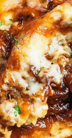 French Onion Chicken Casserole – This chicken casserole makes a delicious and satisfying everyday meal for busy families. Juicy, succulent chicken breasts are topped with caramelized onions a… Chicken Lunch Recipes, Chicken Appetizers, Dinner Recipes, Chicken Onion Soup Mix Recipe, Entree Recipes, Dinner Ideas, Chicken Casserole, Casserole Dishes, Casserole Recipes