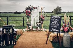 10 bohemian wedding decor ideas every festival wedding needs. From hand made signs, macrame wall hangings, green plants, festoon lighting and dreamcatchers.