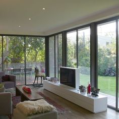 glass walls Modern Family Room Design, Pictures, Remodel, Decor and Ideas - page 4 Design Living Room, Living Room Furniture Layout, Family Room Design, Furniture Design, Living Room Windows, Living Room Tv, Living Area, Contemporary Family Rooms, Modern Spaces
