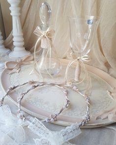 Σετ κουμπάρου μοναδικής αισθητικής με Φλορεντιανό δίσκο σε χρώμα της πουδρας τέλεια δεμένο σε παλ χρωματισμούς by valentina-christina handmade products  #γαμος #wedding #stefana#χειροποιητα_στεφανα_γαμου#weddingcrowns#handmade #weddingaccessories #madeingreece#handmadeingreece#greekdesigners#stefana#setgamou Wedding Glasses, Big Day, Wedding Decorations, Marriage, Bride, Crafts, Craft Ideas, Weddings, Fascinators