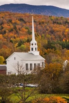 Vermont claims to have the best fall color in the world, and there's no better way to convince you of that than a trip to this charming town that's home to the famous Trapp Family Lodge. The most brilliant color peaks from the last week of September through the first few weeks of October.