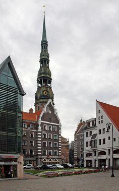 #Riga, capital da #Letónia, nas margens do rio #Daugava. O centro histórico, pela sua arquitectura ArtNouveau, foi declarado Património da Humanidade