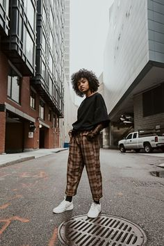 Outdoor Portrait Photography, Photography Poses Women, Urban Photography, Street Photography, White Photography, Photography Ideas, Outdoor Fashion Photography, Modeling Photography, Grunge Photography