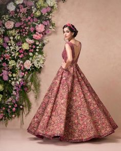 Here are the top bridal wear ideas that you can flaunt at those gala reception nights. Take a look brides! Indian Wedding Gowns, Indian Gowns Dresses, Indian Bridal Outfits, Bridal Dresses, Indian Bridal Wear, Engagement Dress For Bride, Engagement Gowns, Indian Engagement Outfit, Cocktail Outfit