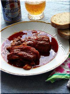 Do kameninové nádoby dáme olej, cibuli, česnek zlehka zesklovatět, maso (nakrájené na plátky zhruba 1,5 cm), které opečeme, přidáme zeleninu,... New Menu, Bucky, Meatloaf, Crockpot, Slow Cooker, French Toast, Food And Drink, Cooking, Breakfast