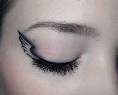 Angel winged eyeliner