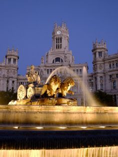 Beautiful fountain in Madrid, Fountain de Cibeles The Places Youll Go, Places To See, Yosemite National Park, National Parks, Portugal, Spain Travel, Vacation Spots, Places To Travel, Beautiful Places