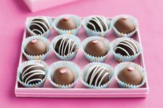 Homemade Valentine's Day Chocolate Treats truffles Valentines Day Chocolates, Valentine Chocolate, Chocolate Treats, Best Chocolate, How To Make Chocolate, Chocolate Truffles, Melting Chocolate, Chocolate Boxes, Valentine Truffles Recipe