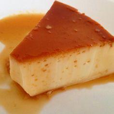 Aprende a preparar flan de caramelo casero con esta rica y fácil receta. Alistar los ingredientes para realizar el flan casero. Batir los huevos con el azúcar, hast...