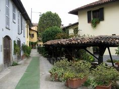 My favourite spot on the Navigli :) Places In Italy, New City, Back In Time, Italian Style, Cottage, Pace, Milano, Public, Eyes