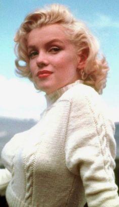 Sweater Girls - Marilyn Monroe
