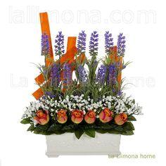 jardinera de cermica para con flores compuesta por lavanda rosas y florecillas blancas