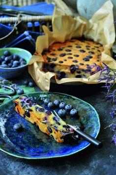 Smeuïge cake van blauwe bessen - Powered by WP Ultimate Recipe healthybaking Köstliche Desserts, Healthy Desserts, Delicious Desserts, Dessert Recipes, Sweetly Cake, I Want Food, Good Food, Yummy Food, Pureed Food Recipes