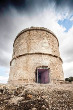 completed+in+1763%2C+the+%27pi+des+catal%C3%A0%27+tower+is+one+of+four+defensive+lookout+structures+on+the+coast+of+formentera%2C+the+smallest+of+spain%27s+balearic+islands.+