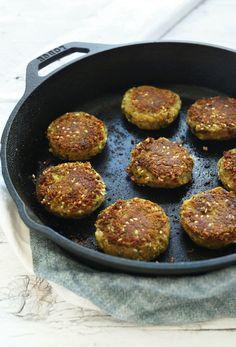 Easy Vegan FALAFEL! 10 ingredients, no frying, plus a 4-ingredient sauce! #vegan #falafel #recipe #dinner #healthy #minimalistbaker