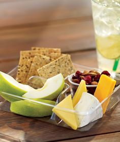 Starbucks Chese & Fruit Bistro Box | Brie, Gouda, two-year aged Cheddar cheeses, nine-grain crackers, apples, dried cranberries and roasted almonds