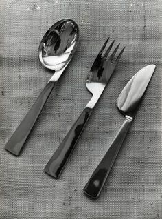 """""""Conca"""" steel cutlery and silver items for Krupp Italiana - Giò Ponti Kitchen Tools, Kitchen Gadgets, Kitchen Decor, Kitchen Design, Table Design, Chair Design, Food Storage Boxes, Ceramic Tableware, Kitchenware"""
