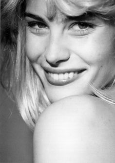 Liv Tyler as a blonde, wow she even pulls that off tooo...