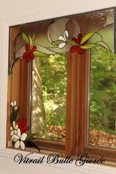Great window decoration with stained glass Stained Glass Flowers, Faux Stained Glass, Stained Glass Designs, Stained Glass Panels, Stained Glass Projects, Stained Glass Patterns, Leaded Glass, Mosaic Glass, Mosaic Mirrors