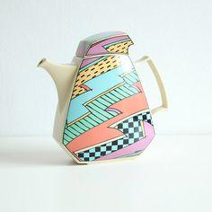 Vintage Rosenthal Studio Line Flash coffee/tea-pot designed by Dorothy Hafner Ceramic Teapots, Ceramic Art, Porcelain Ceramics, Quirky Gifts, Unique Gifts, 90s Pattern, Rocko's Modern Life, Memphis Design, Teapots And Cups