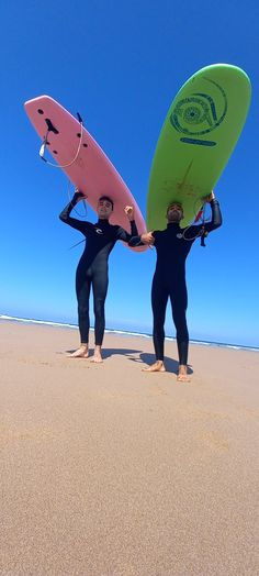 Cours de surf avec Wave & Dance Morocco à Taghazout Bay Wave Dance, Yoga Retreat, Surfboard, Morocco, Skateboard, Surfing, Around The Worlds, Waves, Camping
