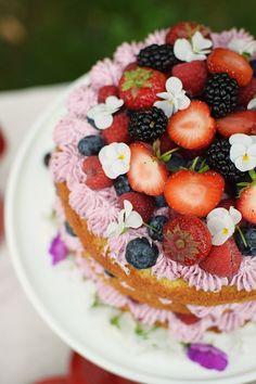 Knuspersommer: Zitroniges Beeren Törtchen - Lemon Berry Naked Cake | Das Knusperstübchen