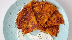 These sweet potato rostis make a wonderful side - crunchy and healthy, they're served with a creamy horseradish dip. Potato Dishes, Potato Recipes, Side Recipes, Healthy Recipes, Vegetarian Recipes, Sweet Potato Rosti, Horseradish Dip, Tandori Chicken, Vegetarische Rezepte