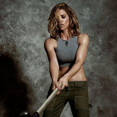 Get your beach body ready with this awesome workout plan designed by Jillian Michaels. In just 20 minutes you will feel toned and be in better shape. All you need a pair of dumbbells to get this quick and effective workout routine in for the day.