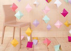guirlande décorative en papier en couleurs: origami facile