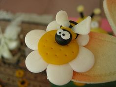 Spilla ape - FIMO-CERNIT by lacoccinellasulfiore, via Flickr