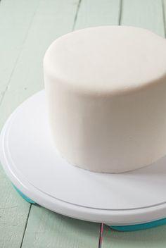 como-cubrir-una-tarta-redonda-con-fondant