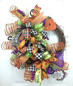 52 Creative DIY Halloween Wreaths Design Ideas - About-Ruth Halloween Mesh Wreaths, Deco Mesh Wreaths, Holiday Wreaths, Halloween Crafts, Halloween Decorations, Autumn Wreaths, Halloween Stuff, Pumpkin Decorations, Halloween Magic